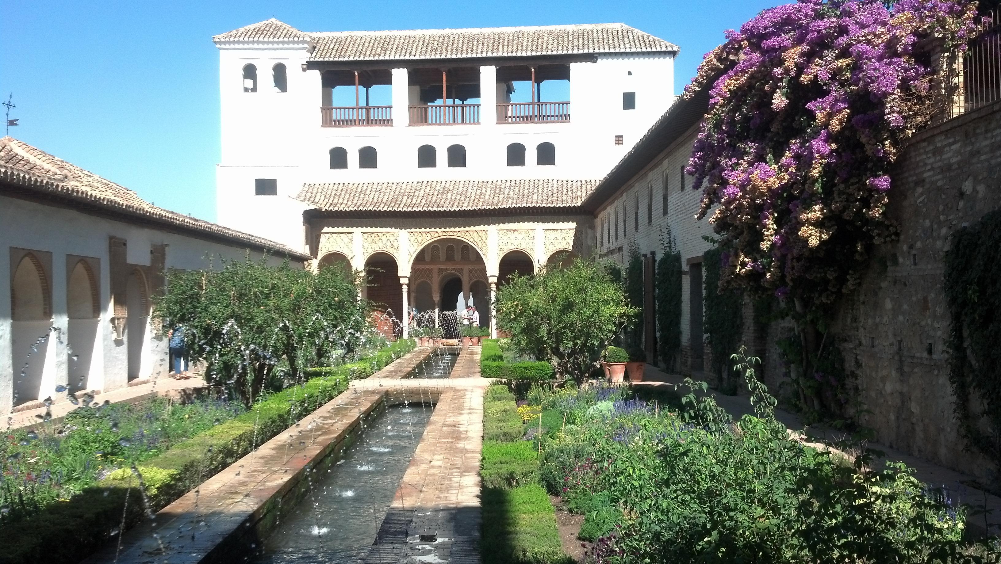 Granada and alhambra travels of a norsk maiden for Piscina miami granada